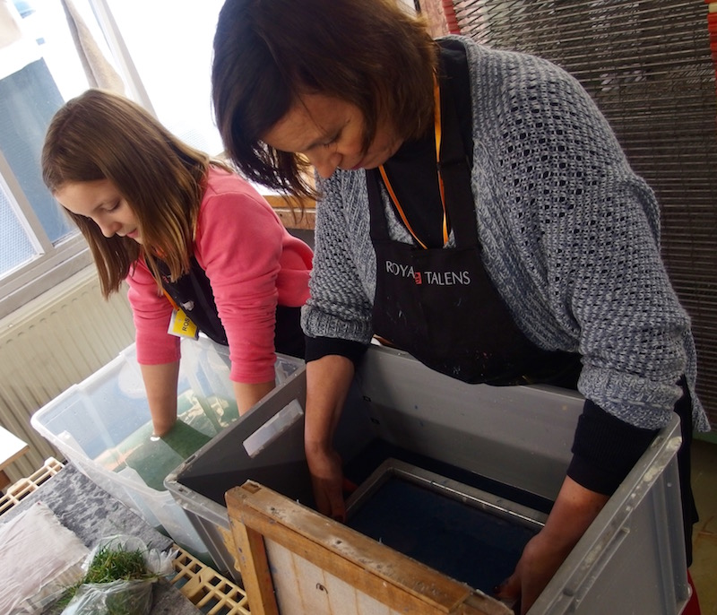 paper making, mother and daughter